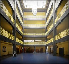 Interior of the Berlin Rundfunk, designed 1929 Hans Poelzig, Berlin, Art Deco Buildings, Glass Roof, Entrance Hall, Atrium, Landscape Architecture, Stairs, World