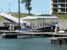 Marina parton kínálok megvételre egy ritkaságnak számító  3 szobás ingatlant, nagy élhető terasszal.