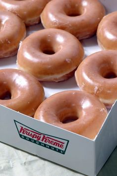 How To Make Krispy Kreme Doughnuts --I need to make this!S i love krispy kreme doughnuts they are the best ! Donut Recipes, Copycat Recipes, Cooking Recipes, Hamburger Recipes, Chicken Recipes, Krispy Kreme Copycat Recipe, Krispy Kreme Glaze Recipe, Krispy Cream Donuts Recipe, Recipe For Donuts