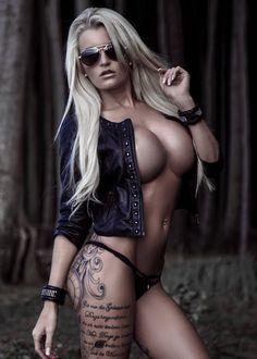 Hot naked amateur blowjob