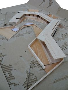 Architectural model with several types of wood; design is built into landscape. - Architectural model with several types of wood; design is built into landscape. Plans Architecture, Architecture Student, Architecture Drawings, Concept Architecture, Sustainable Architecture, Interior Architecture, Landscape Model, Landscape Design, Landscape Architecture Model