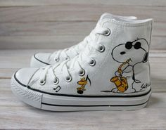 Snoopy and Woodstock warm boot shoes Snoopy Love, Charlie Brown And Snoopy, Snoopy And Woodstock, Snoopy Shoes, Pullover Shirt, Mode Shoes, Mein Style, Warm Boots, Painted Shoes