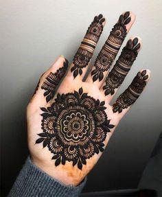 Circle Mehndi Designs, Round Mehndi Design, Pretty Henna Designs, Finger Henna Designs, Full Hand Mehndi Designs, Mehndi Designs For Girls, Mehndi Designs For Beginners, Wedding Mehndi Designs, Mehndi Designs For Fingers