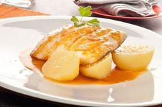 Presentación en plato de la receta de bacalao a la gallega