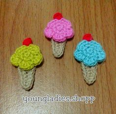 Mini Ice Cream Crochet I'm working on it for anyone who likes ice cream. Crochet Bows Free Pattern, Crochet Hats, Appliques, Mini, Ice Cream, Beanies, Crocheting, Knitting Hats, Riveting