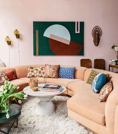 Curved Living Room sofas Elegant Here S why Your Home Needs A Curved sofa Interior, Dream Decor, Living Room Decor, Decor Interior Design, Home Decor, House Interior, Curved Sofa, Couches Living Room, Living Decor