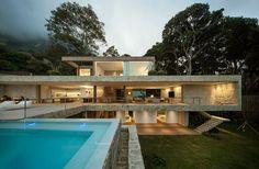 Linhas retas, poucas paredes e aberto para o exterior! Love it! By Arthur Casas