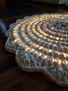 virkattu valomatto Crocheting, Rugs, Handmade, Diy, Crafts, Home Decor, Crochet, Farmhouse Rugs, Hand Made