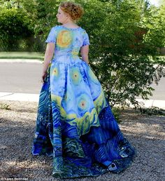 A view indeed: Julia's mother, Karen Reidhead, says the dress was 'quite the attention get...