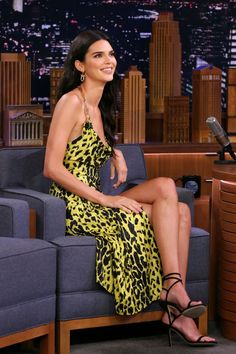 Kendall Jenner revealed she was 'star struck' by Brad Pitt on Thursday night's episode of The Tonight Show Starring Jimmy Fallon. Kendall Jenner Outfits, Kendall Jenner Estilo, Kendall E Kylie Jenner, Kardashian Jenner, Kendall Jenner Interview, Kendall Jenner Modeling, Le Style Du Jenner, Jenner Sisters, Looks Chic