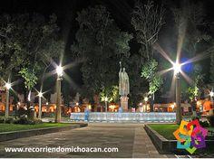 RECORRIENDO MICHOACÁN La plaza Vasco de Quiroga es conocida como la plaza principal de Pátzcuaro, considerada como una de las más hermosas del continente Americano. Es interesante resaltar, que no hay ninguna iglesia a su alrededor. Fue planeada por quien fuera obispo de Michoacán para motivar la convivencia de las casas indígenas, criollas y españolas en un mismo espacio. BEST WESTERN MORELIA http://www.bestwestern.com.mx/best-western-plus-gran-hotel-morelia/
