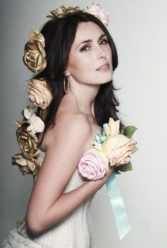 Sharon Den Adel~Within Temptation  Love the roses in her hair. Simple style, but beautiful.