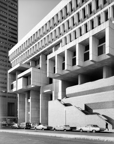 Boston City Hall is known for its brutalist architecture. Boston Architecture, Beautiful Architecture, Modern Architecture, Brutalist Buildings, Modern Buildings, Bauhaus, Boston City Hall, Concrete Building, Art Deco