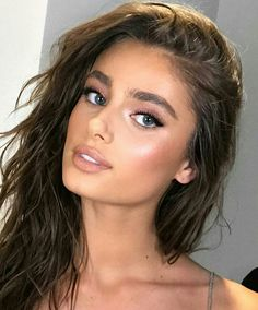Taylor Hill☆  new make up face?  ho to do this right!