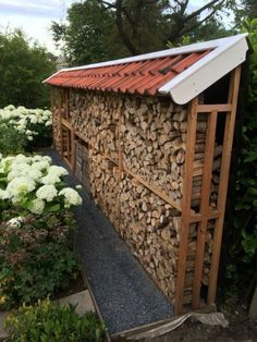 Chic Diy Outdoor Firewood Storage Design Ideas That Will Inspire Everyone Outdoor Firewood Rack, Firewood Shed, Firewood Storage, Outdoor Storage, Wood Storage Sheds, Garden Tool Storage, Garden Tools, Garden Projects, Wood Store