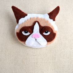 Brosche Grumpy Cat // brooch grumpy cat by Ja Cie Brosze via DaWanda.com