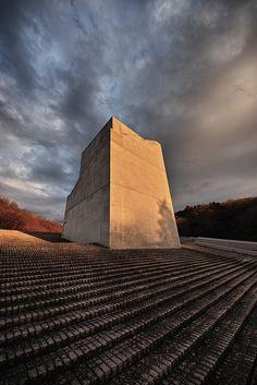 Chikatsu Asuka Historical Museum, designed by ANDO Tadao, Japan Osaka B Architecture, Monumental Architecture, Concrete Architecture, Concrete Building, Japanese Architecture, Tadao Ando, Le Corbusier, Interesting Buildings, Mystique