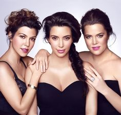 Entrepreneurs: Along with her sisters Khloe Kardashian, Kourtney Kardashian & Kim Kardashian has designed a range of beauty products, Kardashian beauty Kourtney Kardashian, Estilo Kardashian, Kardashian Girls, Kardashian Beauty, Kardashian Family, Kardashian Style, Kardashian Jenner, Kylie Jenner, K Dash
