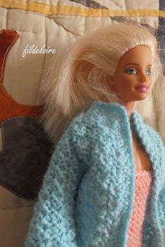 Bonjour, voici un tuto afin de réaliser un manteau pour les poupée Barbie, facile à faire et facile d'utilisation pour les petites filles. ...