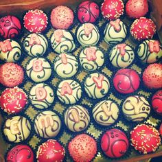 say it with cake baller cake balls. www.cakeballers.com #thecakeballers #cakeballers #cakeballer #cakeballs #cake #happybirthday #swirly #pink