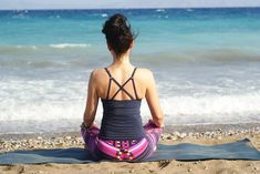 Discover 5 yoga meditation poses to help relieve stress! In this article I go over the top 5 meditation poses and why you should learn yoga meditation! Types Of Meditation, Easy Meditation, Meditation For Beginners, Meditation Benefits, Meditation Techniques, Meditation Practices, Guided Meditation, Breathing Meditation, Yoga Beginners