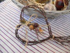 """Podzimní srdce Podzimní dekorace ve tvaru srdce z březových větviček vhodná pro zavěšení na dveře, položení na stůl apod. Velikost srdíčka 11 cm + větvičkový """"ocásek"""" cca 20 cm."""