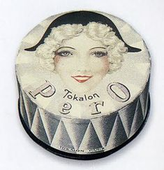 A great find for my etagére. Perfect example of French art deco in the form of a face powder package. via Cafe Cartolina (from Steven Heller's collection)
