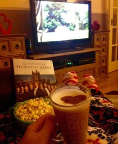 Amanda Higginson: Popcorn, Latte, cosy slippers. Love a night with Downton. @DowntonAbbey #DowntonNight