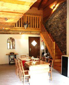 Sala da pranzo ed entrata con vista scala d'accesso alle camere - Ciase Baufie Albergo Diffuso Dolomiti