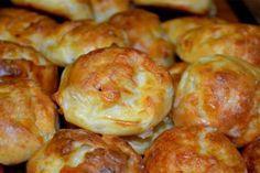 Turte cu brânză și verdeață. Ar fi bine să faceți deodată mai multe! - Bucatarul Cooking Bread, Cooking Recipes, Pastry Dishes, Pizza Pockets, Bulgarian Recipes, Spice Blends, Bite Size, Pretzel Bites, Soup And Salad