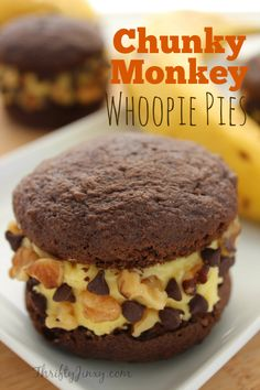 This Chunky Monkey Whoopie Pies Recipe gives the classic treat a whole new spin with a banana filling and walnut and chocolate chip garnish. Moon Pies, Pie Recipes, Baking Recipes, Cookie Recipes, Recipies, Köstliche Desserts, Dessert Recipes, Plated Desserts, Cupcakes
