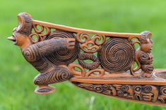 Waka Taua: Maori War Canoe   Etsy Simple Wood Carving, Wood Carving Art, Wood Art, Polynesian Art, Polynesian Culture, Tromso, Maori Patterns, Maori People, Maori Designs