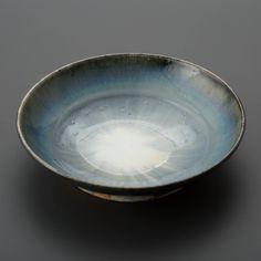 呉須巻白釉鉢 Bowl, white glaze with zaffer 2013 Serving Bowls, Glaze, Decorative Bowls, Tableware, Home Decor, Enamel, Dinnerware, Dishes, Interior Design