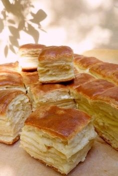 Foszlós sajtos pogácsa Homemade Dinner Rolls, Salty Snacks, Salty Cake, Hungarian Recipes, Bread And Pastries, Sweet And Salty, Cookie Recipes, Bakery, Food And Drink