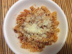 Pasta Matricana: spekjes, ui, tomatensaus, pasta & kaas