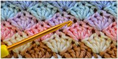 Learn how to crochet shell stitch. The shell stitch is a fairly simple stitch that creates an intricate shell pattern. You can work it in rows, in the round, or as a blanket edging. Projects for guys Crochet Shell Stitch - Learn To Crochet Crochet Afghans, Col Crochet, Gilet Crochet, Tunisian Crochet, Afghan Crochet Patterns, Learn To Crochet, Crochet Shawl, Crochet Baby, Crochet Shell Blanket
