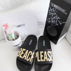 Beach please thank you @thewhitebrand #sandals #poolsandals #beachplease #mug #thewhitebrand #myblueberrynightsblog