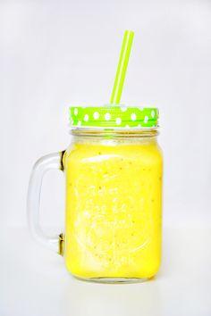 Exotika a energia v jednom. Lepší začiatok do dňa si neviem predstaviť. Chia semienka dodajú príjemnú textúru a chrumkavosť, kokosová voda s mangom tú pravú exotiku. Veď, prečo si aj v zime nemôžeme pripomínať tropické leto? Jeden pohár je nabitý bohatým množstvom bielkovín, vlákninou, omega-3, antioxidantmi a vitamínom B! ;)