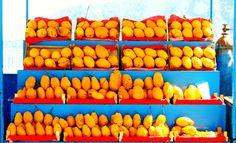 Arancio e azzurro.