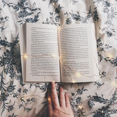"""4,053 lượt thích, 12 bình luận - danielle • 21 • australia (@deckledpages) trên Instagram: """"on the blog : a short story written by me ✨ link in my bio if you wanna check it out (i would v…"""""""