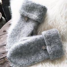 Nok et par...❄️☃❄️ Gøy... #votter #mittens #wool #ull #tovet #snøkrystaller #strikket #strikketøy #strikke #strikkedilla #strikkeglede #knitted #fvn #knitting #knitter #knittersofinstagram #yrbilder #kristiansand #kristiansandavis #nrksørlandet #nrksport #fvnhelg