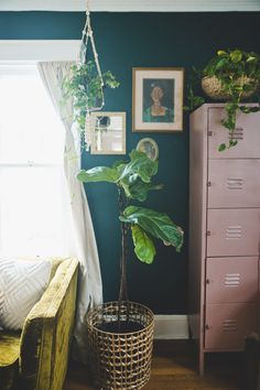 Pretty Vintage plant filled Room