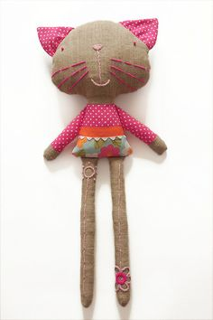 Olivia the cat by PinkNounou  My note: I LOVE the embroidery on the legs. So cute! I must try this<;0)