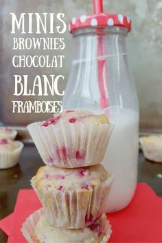 Minis bouchées de brownies au chocolat blanc et framboises. Une recette santé et décadente Cooking Recipes, Healthy Recipes, Healthy Food, Muffins, Blueberry, Icing, Biscuits, Cookies, Cupcakes