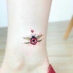 ▷ 1001 + ideas and models for beautiful small tattoos - Small colored tattoo . - ▷ 1001 + ideas and models for beautiful small tattoos – Small colored tattoo on the ankle, col - Tattoo Girls, Back Tattoo Women, Tattoo Designs For Girls, Tattoos For Women Small, Pretty Tattoos For Women, Tattoo Model Female, Model Tattoo, Tattoo Models, Little Tattoos