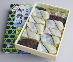 小田原駅 特選小鯵押寿司: 株式会社東華軒 horse mackerel(moonfish?). Kamakura,Kanagawa,Japan