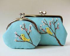 Love these. Frame Bag, Creative Embroidery, Embroidery Purse, Floral Embroidery, Cross Stitch Embroidery, Ruban Satin, Purse Tutorial, Little Bag, Small Bags