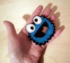 Broche de el monstruo de las galletas (triki) realizado en fieltro