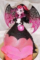 deviantART: More Like Draculaura Cake by ~h0p31355