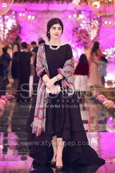 Simple dress with heavy dupatta, suits with heavy work dupatta, trendy plain suit with shawl fashion, Pakistani latest shawls dresses designs, Plain chiffon dupatta designs Pakistani Party Wear Dresses, Shadi Dresses, Designer Party Wear Dresses, Pakistani Wedding Outfits, Pakistani Dress Design, Black Pakistani Dress, Walima Dress, Gown Dress, Dresses Dresses